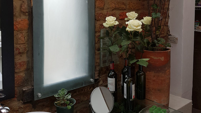 Flores Blancas en el baño